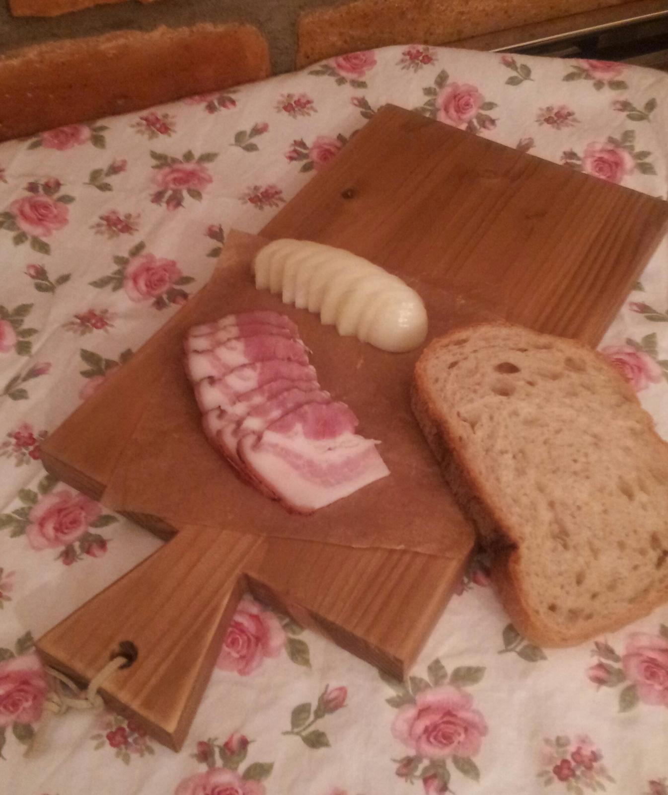 ..kuchyňa podľa mojich predstáv... - ...slaninka s cibuľou na ružičkovom prestieraní pre basska11 :-D