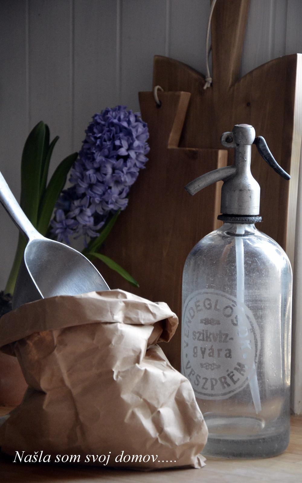 ..kuchyňa podľa mojich predstáv... - ...sifónová fľaša...a celkom sa jej v našej kuchyni páči :-)