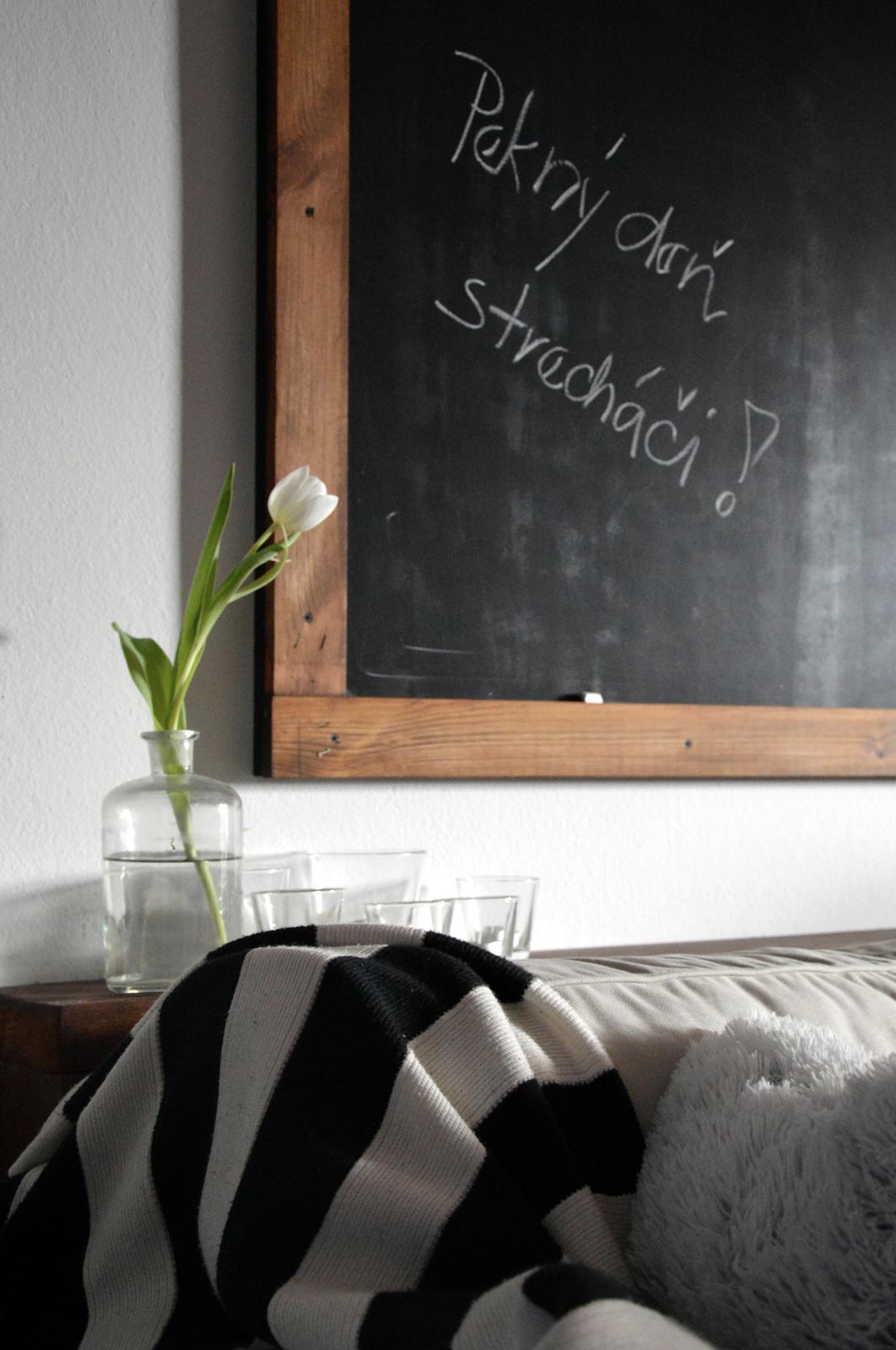 Home sweet home...... - ...jeden z našich ďalších DIY výmyslov :-)... tabuľa nad sedačkou