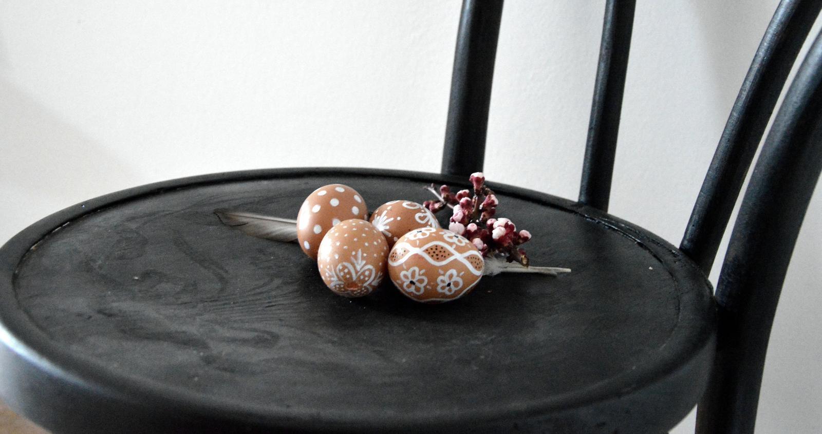 Home sweet home...... - ...tento rok ma to maľovanie vajec nejak dostalo :-D nie sú to žiadne umelecké diela ale zato veľmi dobrý relax :-)