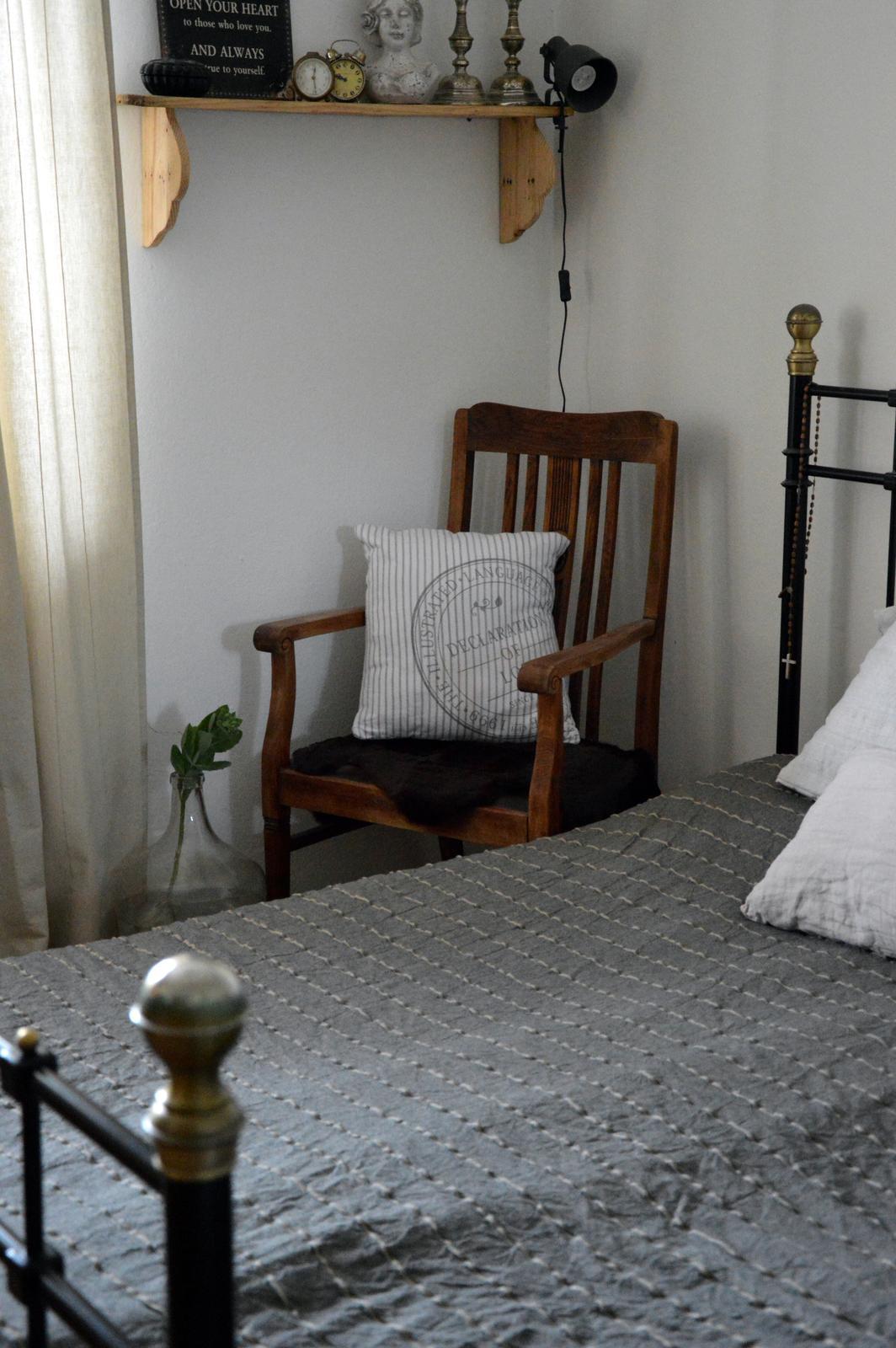 Home sweet home...... - ...zatiaľ poslúži ako nočný stolík ale raz, niekedy v budúcnosti budem v ňom čítať :-)