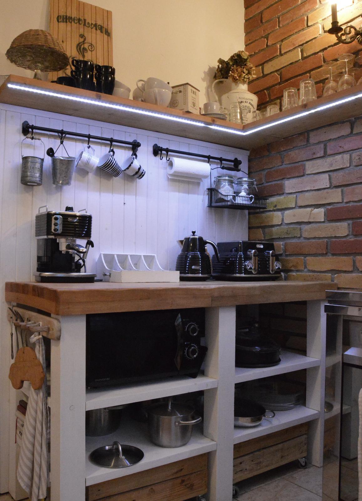 ..kuchyňa podľa mojich predstáv... - ...a nič by som na nej nemenila :-)