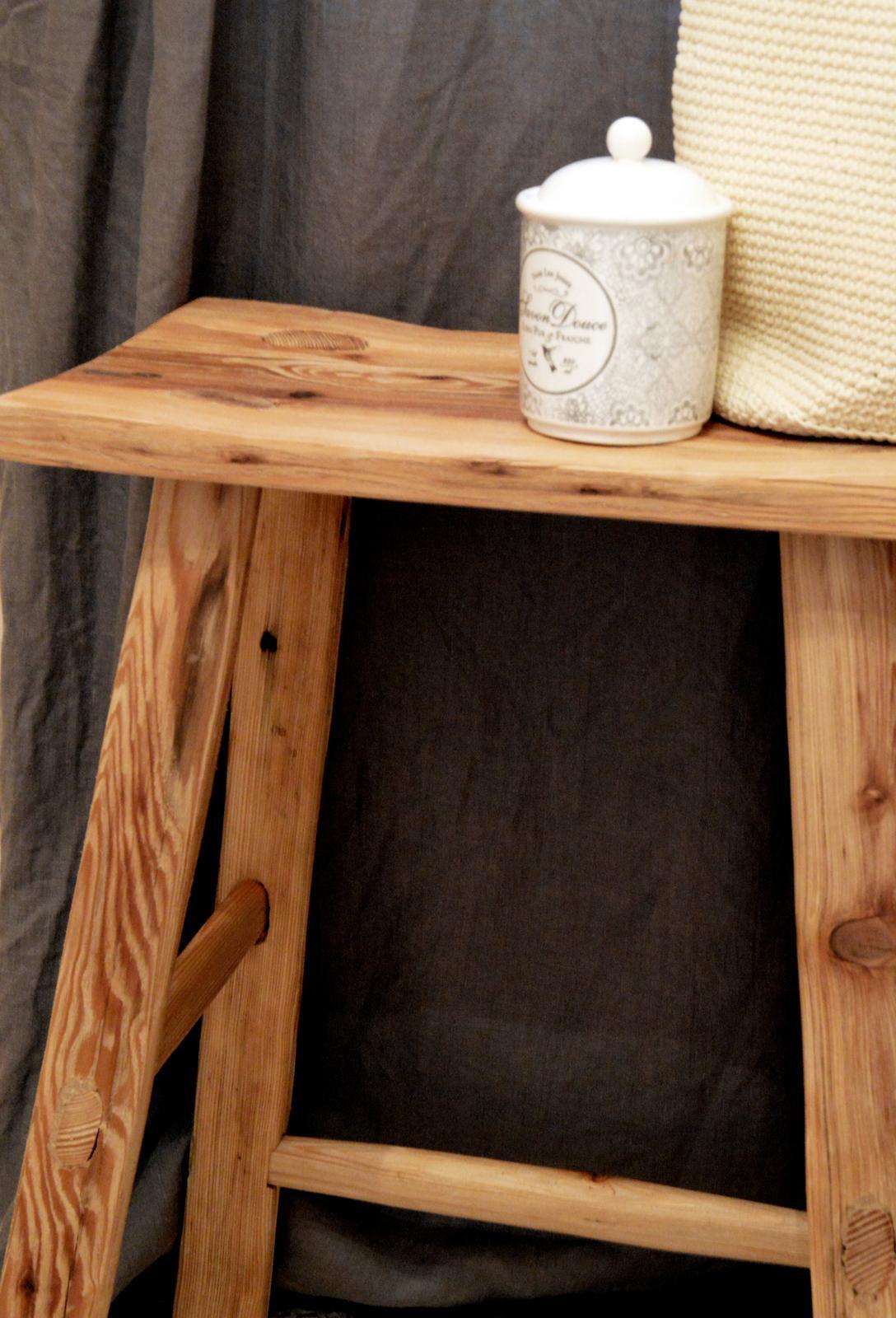 Home sweet home...... - ...stolček z dielne 50arches...čaká na novú kúpeľňu...