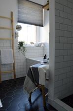 ...kúpeľňa po vyčerpávajúcej dvojtýždňovej rekonštrukcii...vyčerpalo nás murárove pracovné tempo :-D