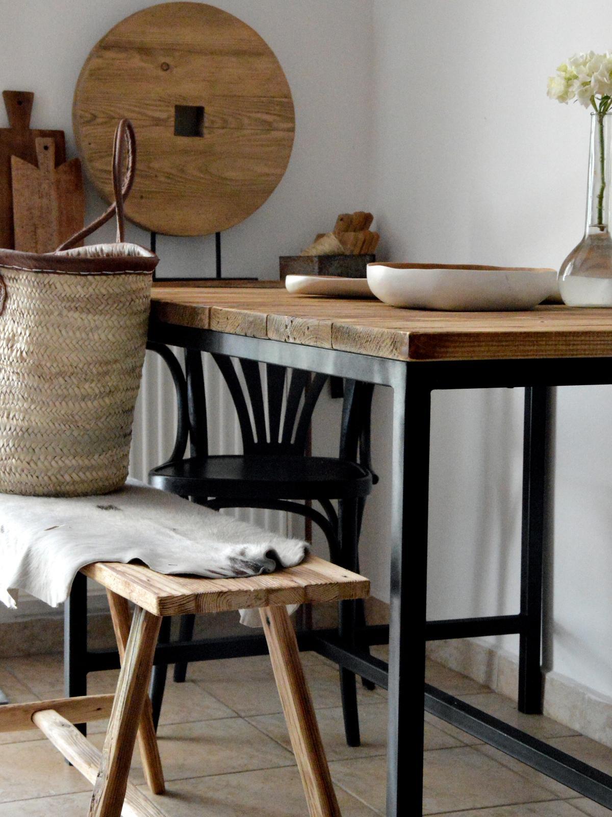 Home sweet home...... - ...zažiadalo sa nám trochu zmeny tak sme si zmontovali nový stôl  :-D