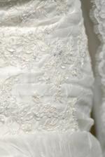 Pronovias leman 2007 -detail výšivky, sú krásne, pekne sa ligocú