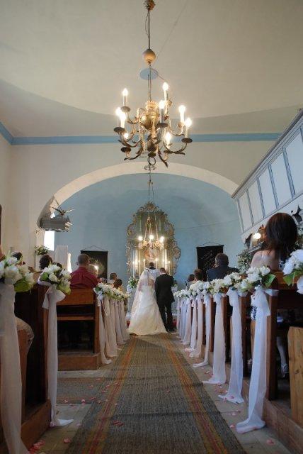 Tina a Peco - výzdoba kostola