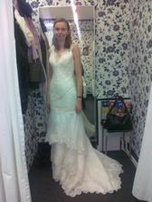 1. zkoušené šaty, moc úzké