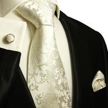 Ženich má zatím jen kravatový set, snad je v barvě