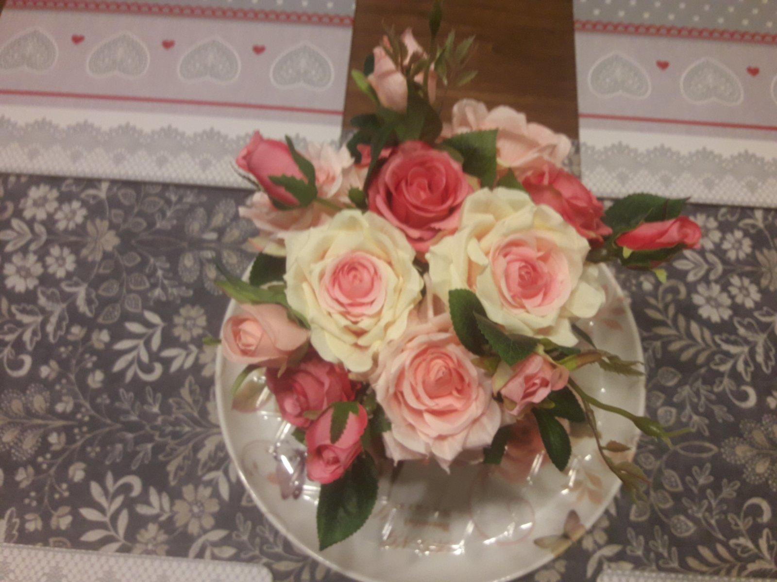 Ruže vo váze - Obrázok č. 3