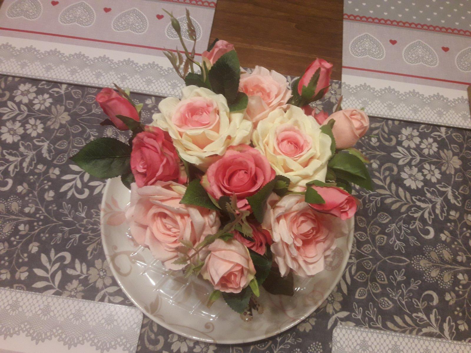 Ruže vo váze - Obrázok č. 1