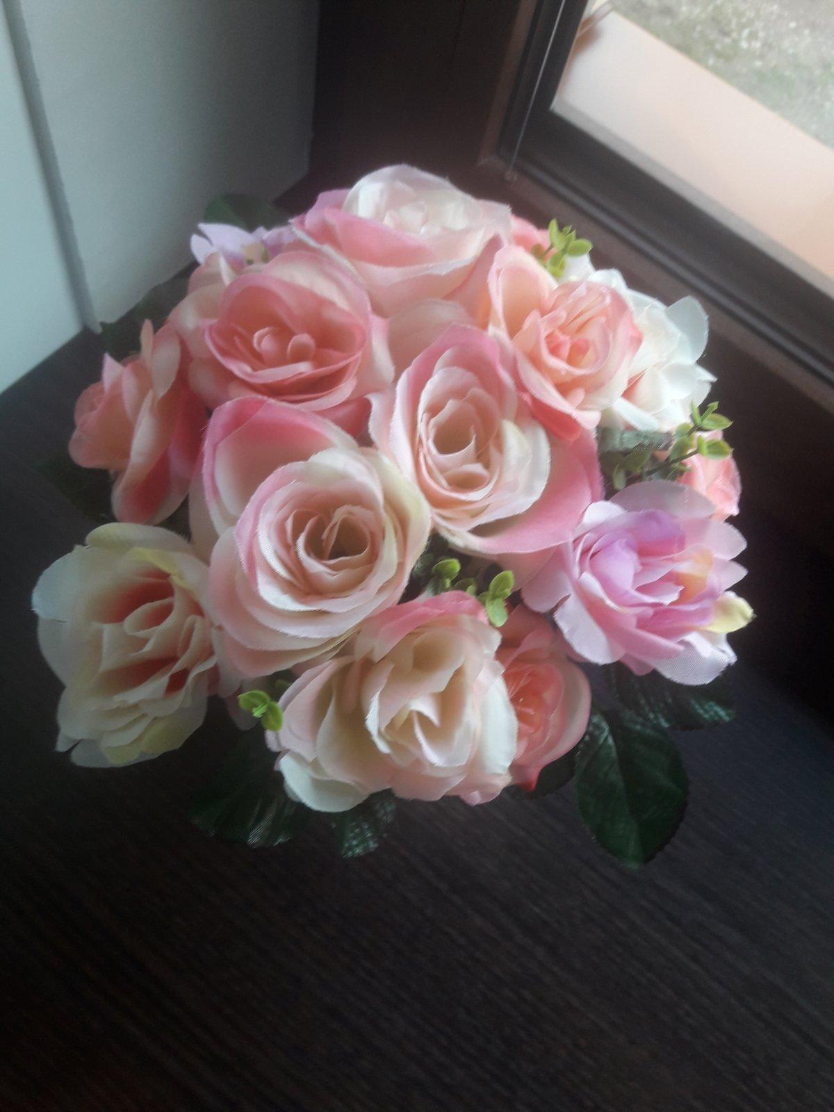 Ruže v kvetináči - Obrázok č. 1