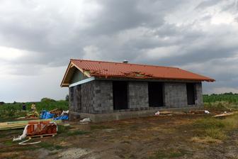 takto vyzerá moja strecha po malom tornáde čo prešlo cez obec :(