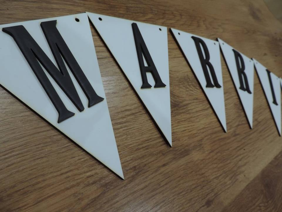 Drevena girlanda vlajky- JUST MARRIED - Obrázok č. 3