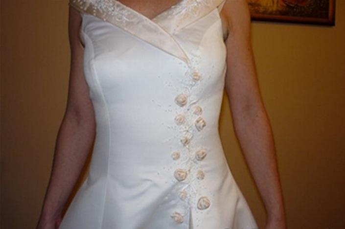 Spoločenské - svadobné šaty - Obrázok č. 1