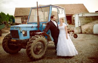na přání mého milovaného manžela - fotka s traktorem musela být :D