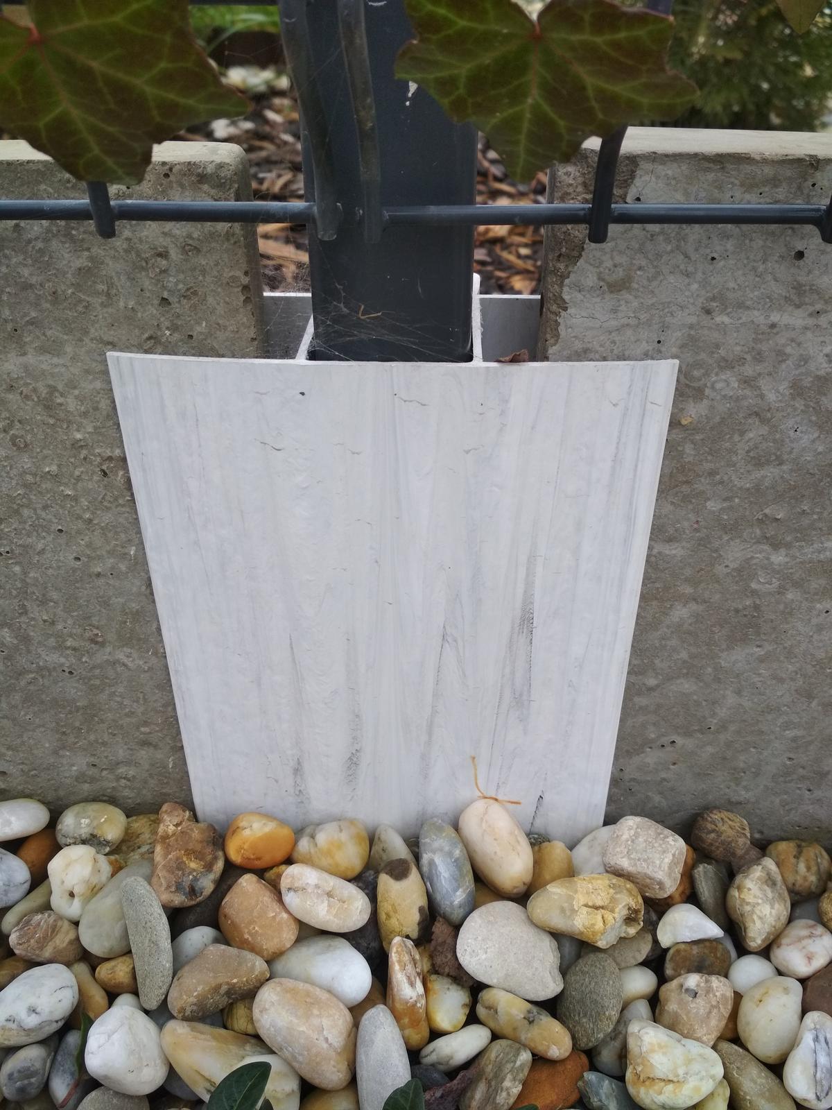 Plastové držiaky na podhrabové dosky - Obrázok č. 1