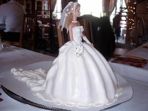 překrásný dortík...škoda ho sníst