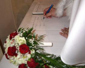 detail kytičky a podpisu