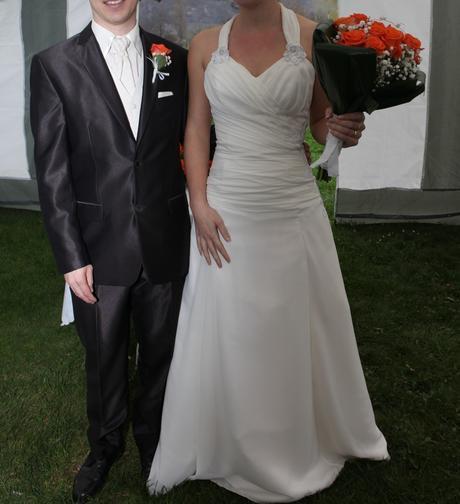 Svatební šaty s výšivkou - Obrázek č. 1