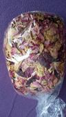 Plátky květů - růže.,