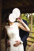 Splývavé šaty pro drobnou nevěstu, 34