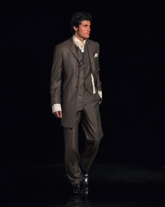 Nakonec přemýšlíme i o tmavém obleku. A taky to tak asi nakonec bude!