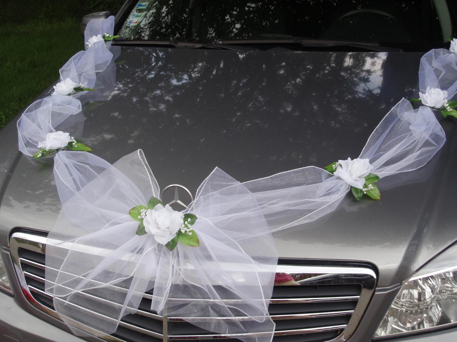 Biela výzdoba na auto s ružami - Obrázok č. 1