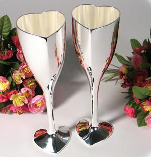 Oľa a lukáš 18.4.2009 - naše svadobné poháre....