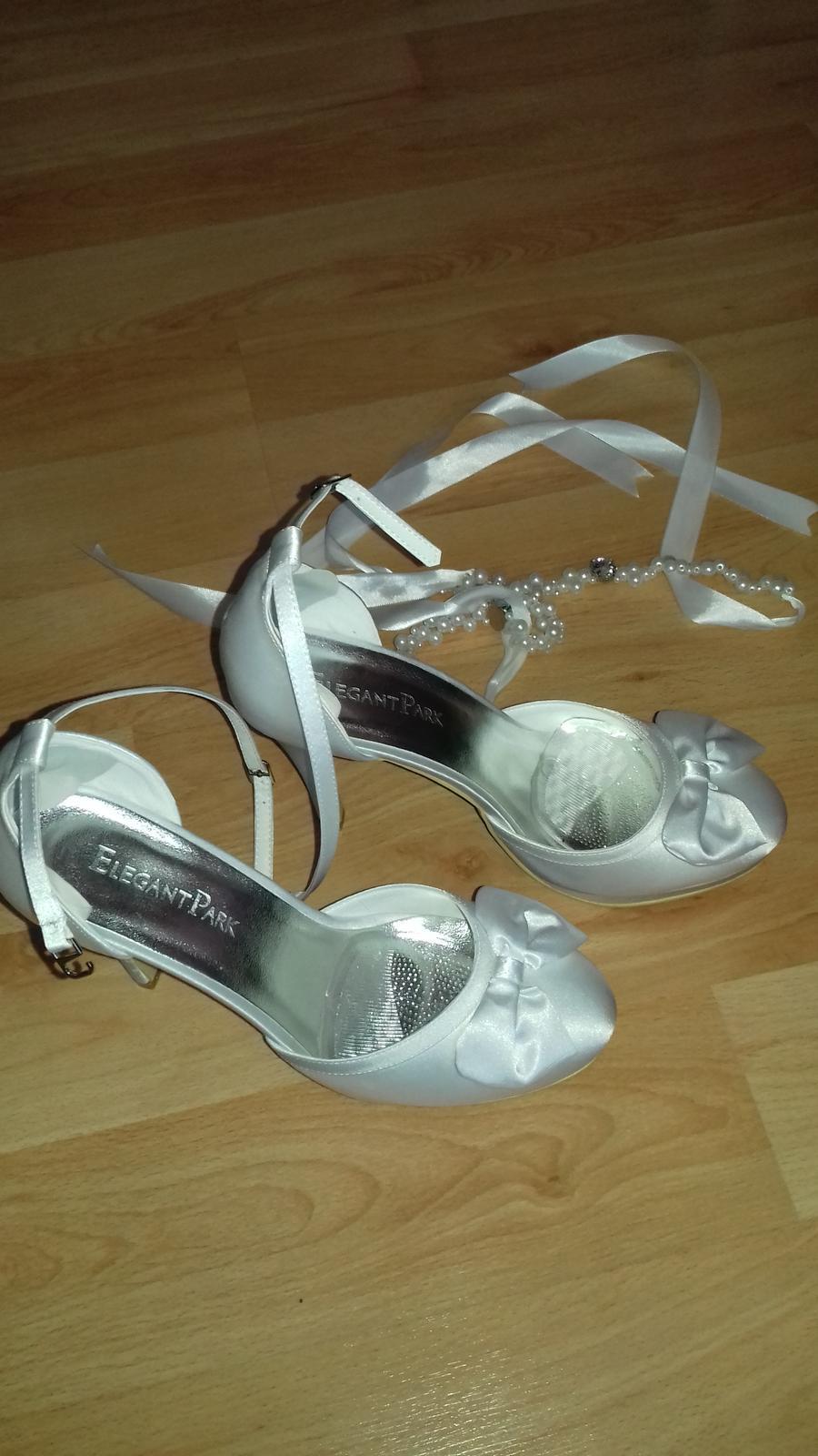 Svadobné biele topánky - Obrázok č. 2