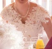 Bílé svatební šaty + pelerína, 40