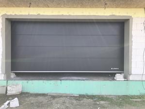 Garažová brána namontovaná