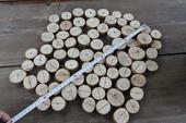 Dřevěné kulatinky na jmenovky,