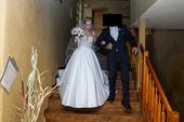 Svatební šaty - hladká sukně s krajkovým vrškem, 34