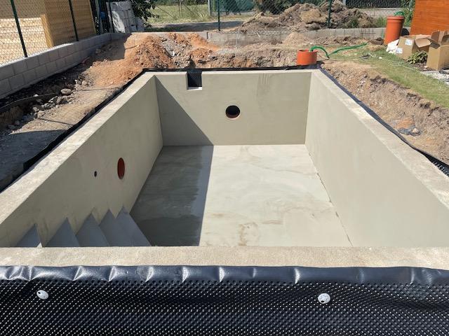 Bazén - Aktuální stav k 18.6 . Přístí týden očekáváme montáž techniky bazenu a začátkem července osazení folií.