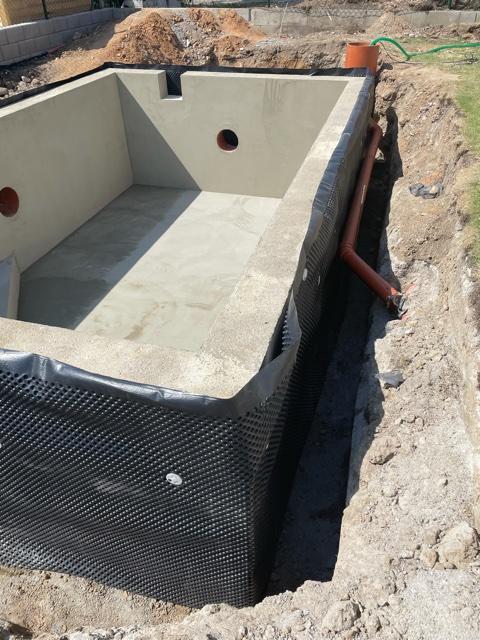 Bazén - Svod podzemni vody do retencni nadrze. Máme radost jak rychle to jde.