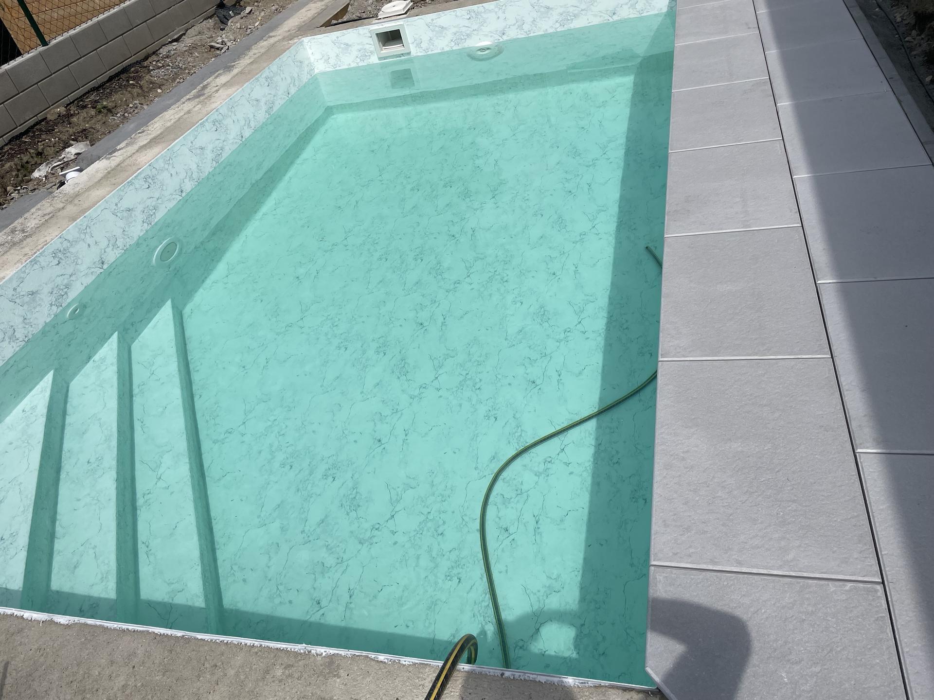 Bazén - Napouštění, bazenove lemy a dlažba zn. Top Teramo.