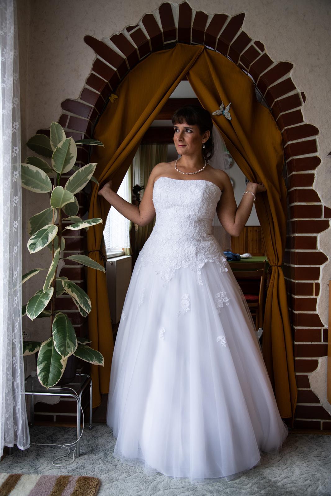 svatební šaty 40-44 cena dohodou - Obrázek č. 1