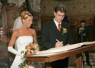 a ještě manželův podpis