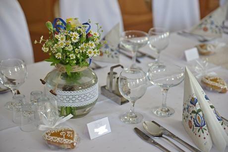 Plánovací diár - zavaracie velke pohare budu na kazdom jednom stole s lucnymi kvetmi