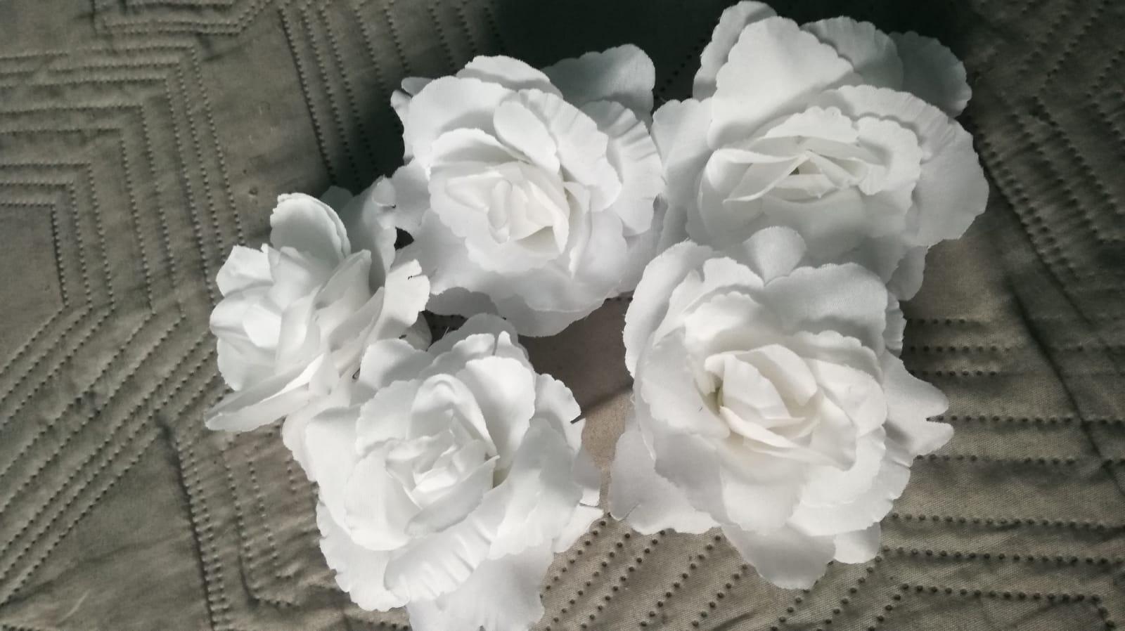 Biele umelé kvety - Obrázok č. 1