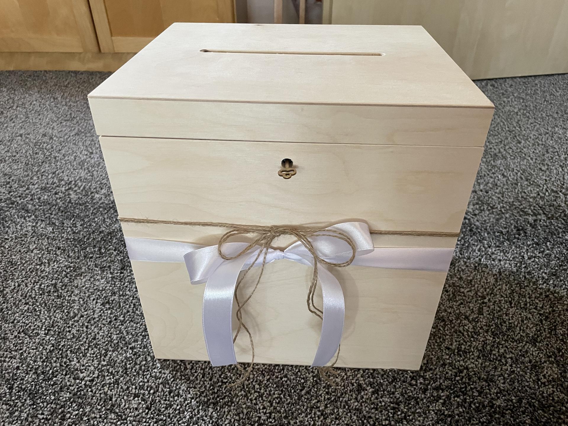 Co už máme - Krabička na přání a dary.