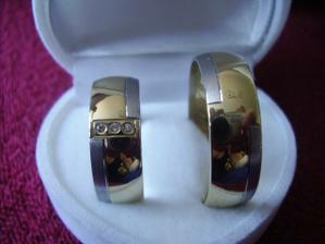 ...aaaa...realita našich prstienkov.Ručná práca od jednoho kamaráta s diamantikmi...