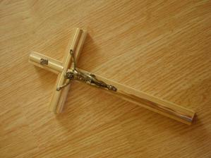 ...náš krížik, na ktorý budeme prisahať pred Bohom svoju lasku...