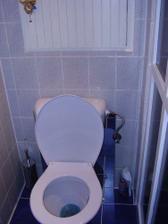 ...záchod...