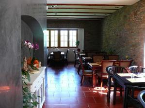 Drmalská Myslivna - tady bude svatební hostina.... a ještě venku.... a také v salónku .... :-)