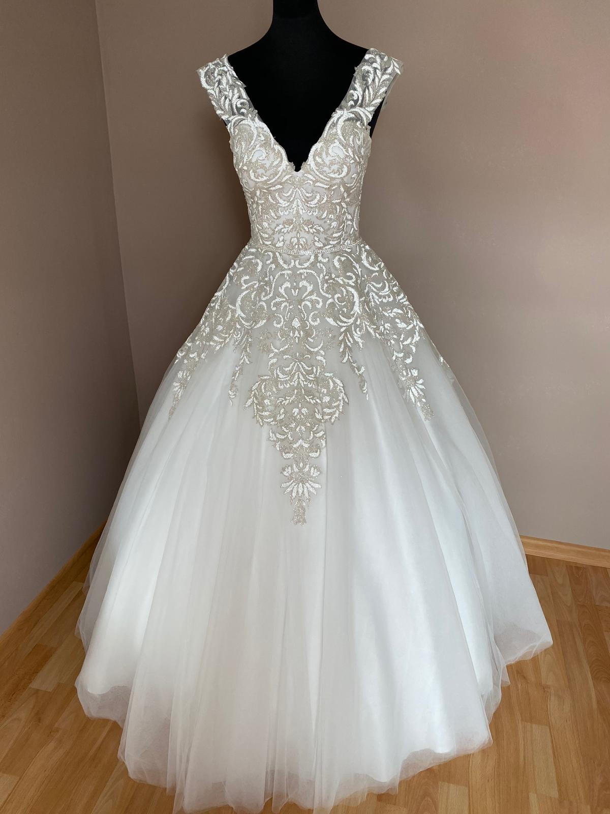 Jedinečné svatební šaty - Obrázek č. 1