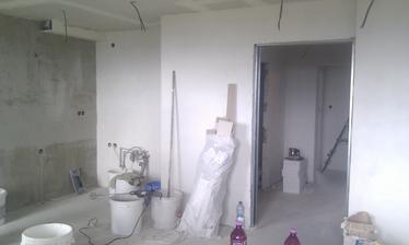 kuchyň/obývák + budoucí šoupací dveře