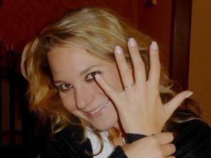 Pokaždý mě zahřeje na srdíčku,když se na prstýnek podívám:-)