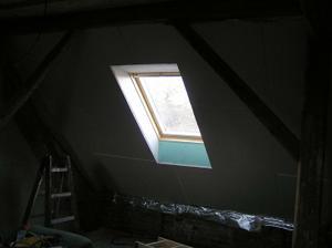 okno v dětském pokoji
